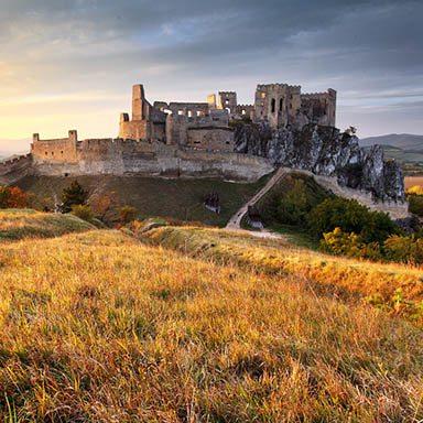 hrad-beckov-zapad-slnka-vrcharska-koruna-trencianska