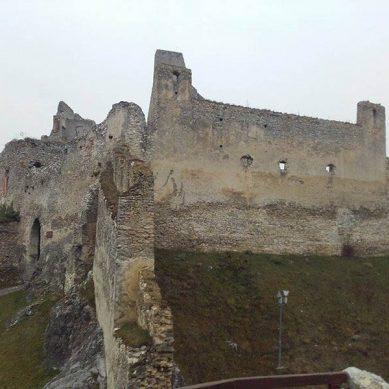 hrad-beckov-1-vrcharska-koruna-trencianska
