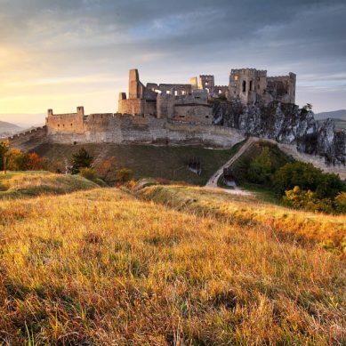 hrad-beckov-3-vrcharska-koruna-trencianska