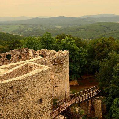 hrad-uhrovec-1-vrcharska-koruna-trencianska