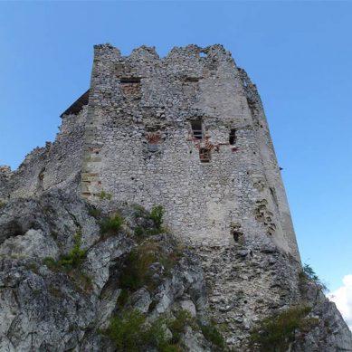 hrad-uhrovec-3-vrcharska-koruna-trencianska