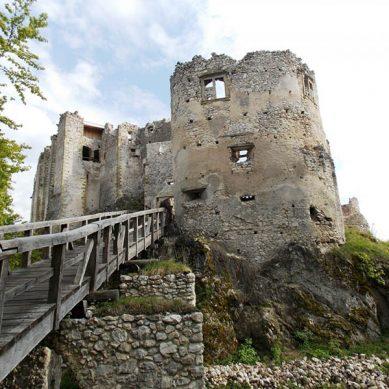 hrad-uhrovec-4-vrcharska-koruna-trencianska